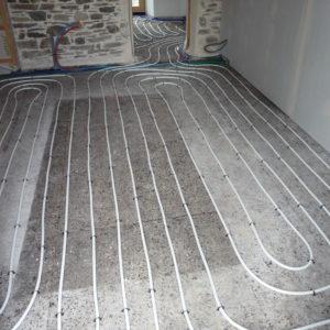 Plancher chauffant en tube multicouche sur dalles isolantes en liège
